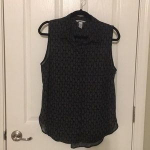 ⭐️Polyester sleeveless blouse size 8